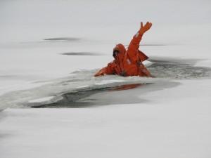 Провалиться под лед